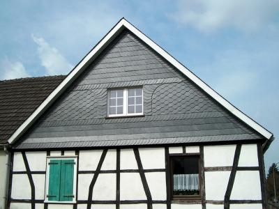 Schieferarbeiten am Dach